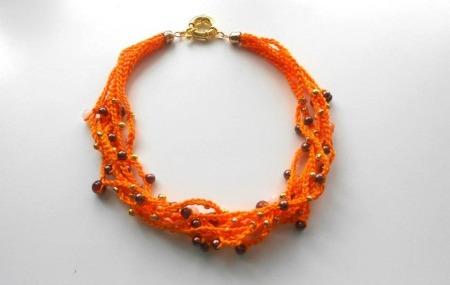 Collana arancione all'uncinetto25